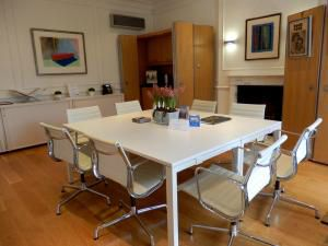 Clinica London Meeting Room, picture by Louise Olver, photographer